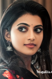 Anandhi in Saree Ultra HD