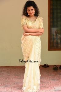 Anupama Parameswaran in Saree HD Pics