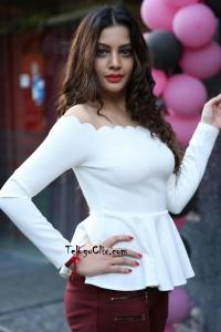 Diksha Panth Latest HD Pics