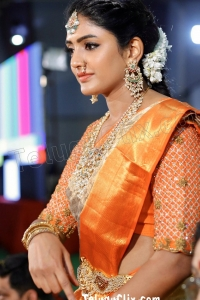 Eesha Rebba in Saree HD