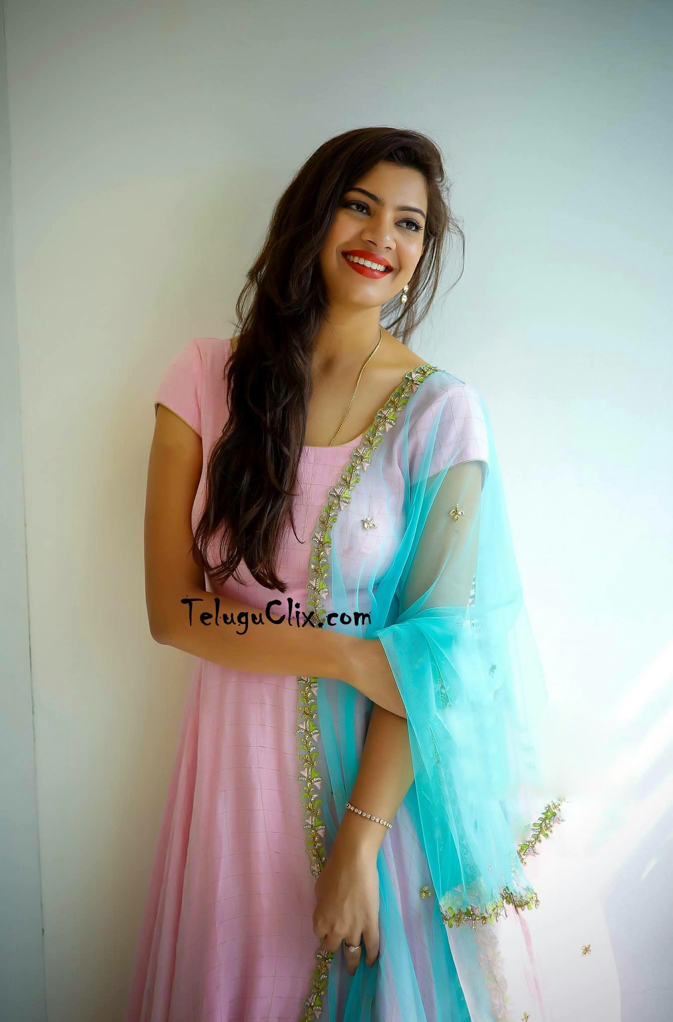 Singer Geetha Madhuri Latest New Recent HD HQ Photos ...