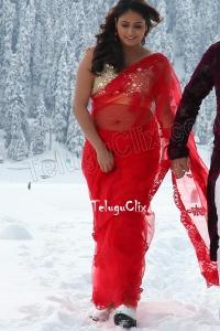 Haripriya Navel HD in Saree