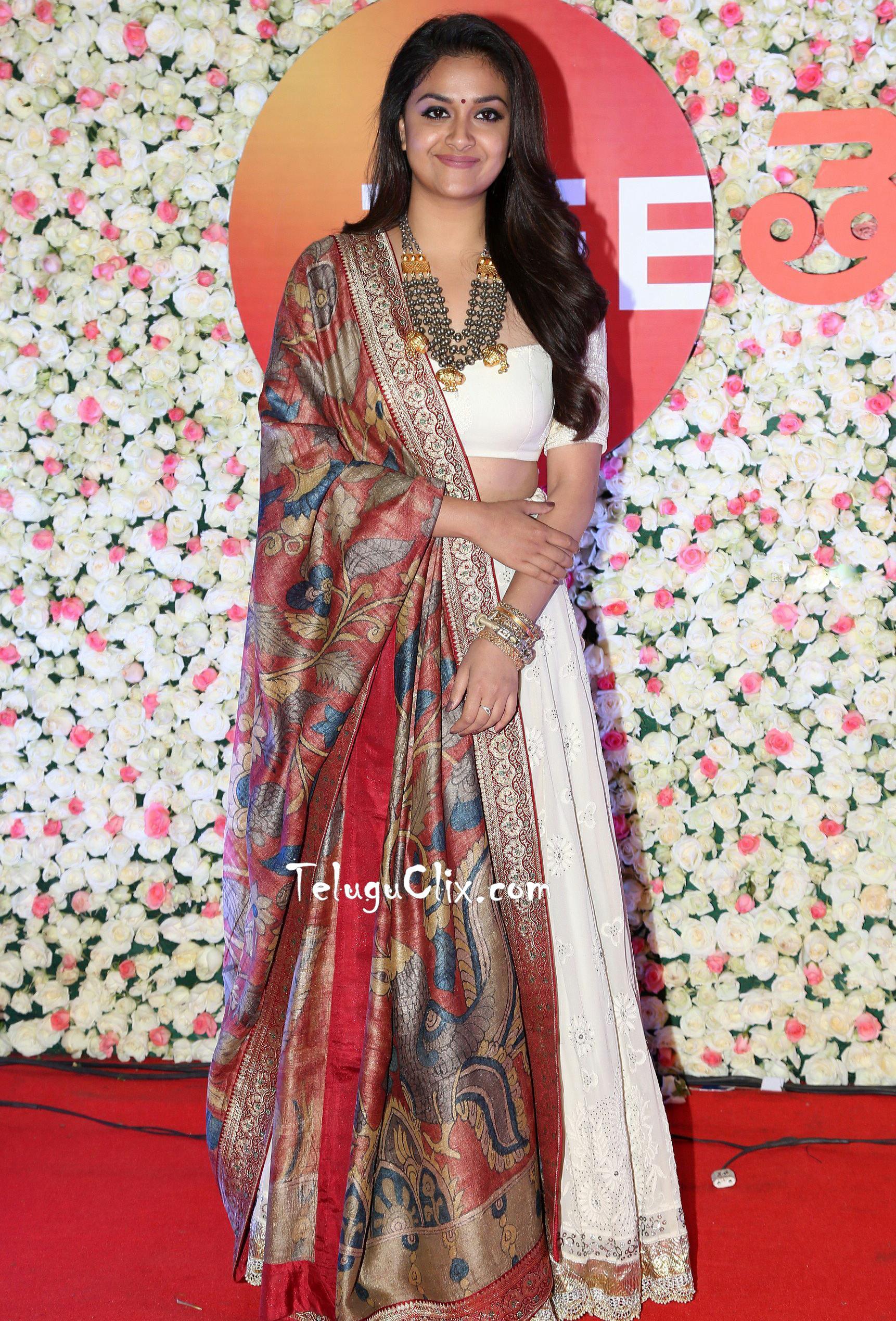 Keerthy Suresh HD HQ Photos Stills at Zee Cine Awards 2018