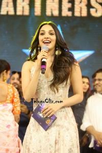 Kiara Advani HD at VVR Pre Release