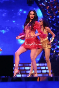 Kiara Advani Dance Perfomance