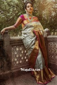 Manisha Eerabathini in Saree HD