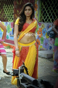 Manisha Yadav Hot Navel