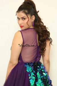 Mannara Chopra HD Pics
