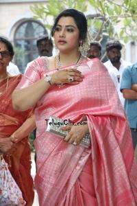 Meena in Saree HQ