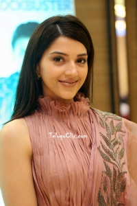 Mehreen Pirzada New Photos HQ