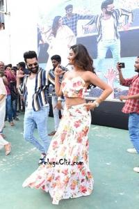 Nidhhi Agerwal Dance at VVIT
