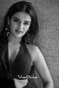 Nidhhi Agerwal HD images