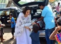 Nidhhi Agerwal Distribute Food to Poor