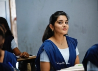 Nivetha Thomas HD Brochevarevarura
