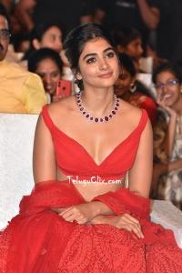 Pooja Hegde HD Maharshi Vijayotsavam