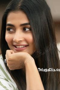 Pooja Hegde HD in Ala Vaikunthapurramuloo