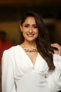 Pragya Jaiswal HD Pics