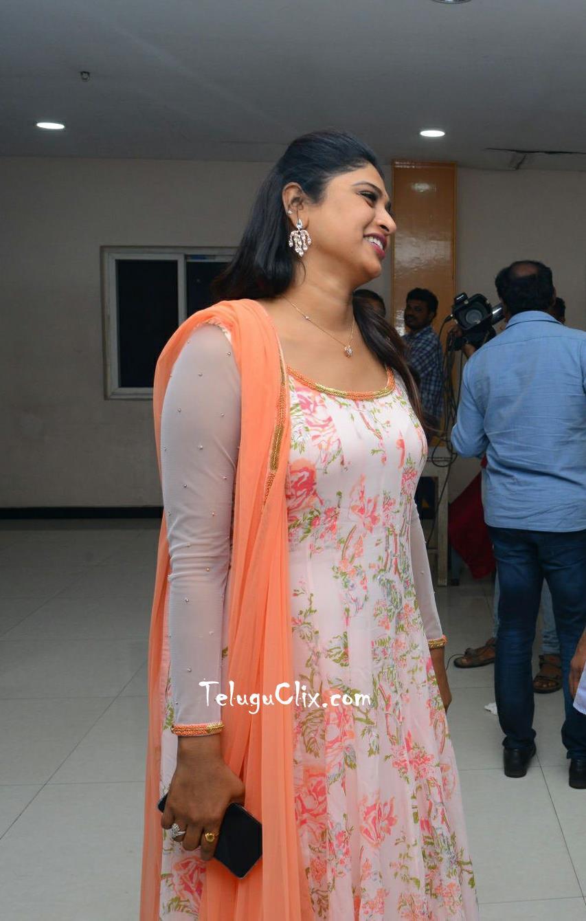 anchor-praveena-kadiyala-pics-13.jpg