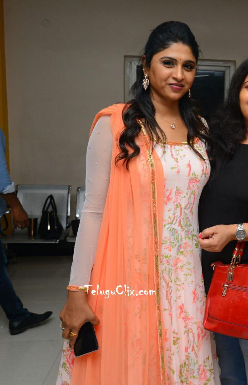 anchor-praveena-kadiyala-pics-15.jpg