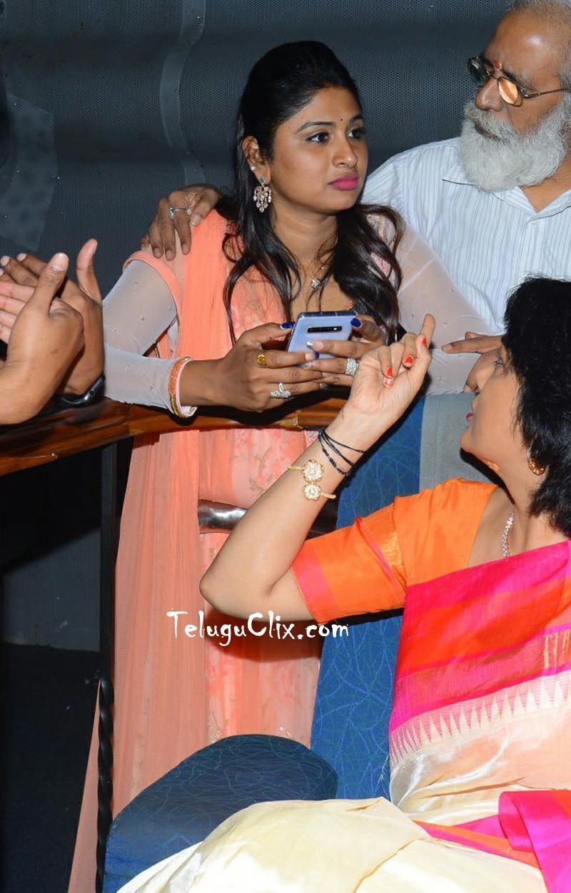 anchor-praveena-kadiyala-pics-3.jpg