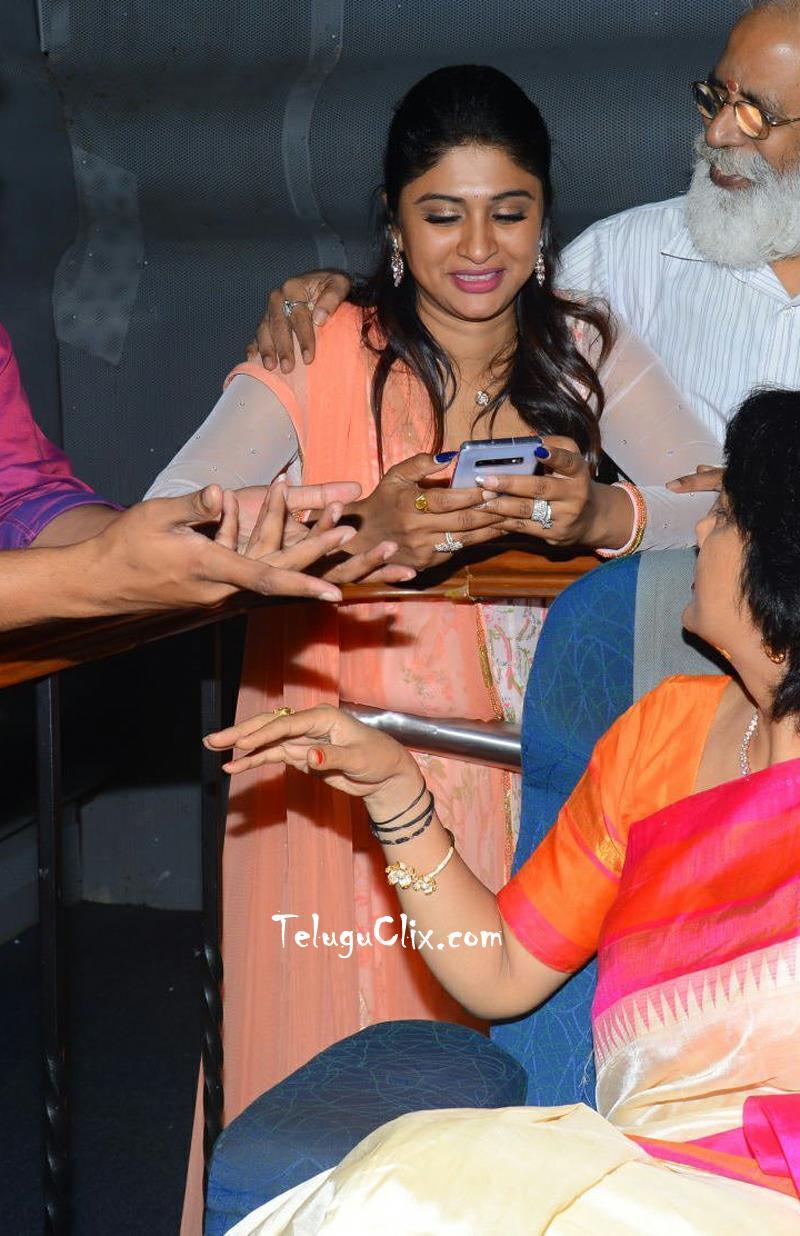 anchor-praveena-kadiyala-pics-4.jpg