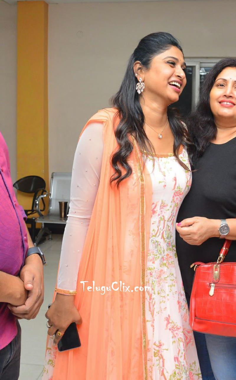 anchor-praveena-kadiyala-pics-9.jpg