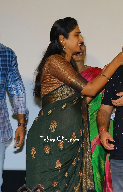 praveena-kadiyala-in-saree-12.jpg