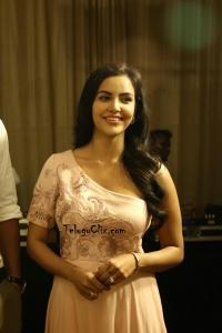 Priya Anand New Pics