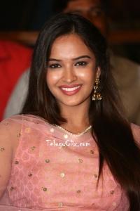 Pujita Ponnada HD Pics