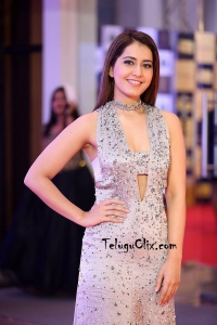 Raashi Khanna at Mirchi Music Awards