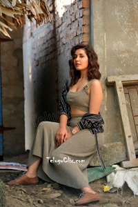Raashi Khanna Hot in Venky Mama HD