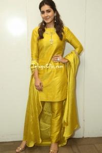 Raashi Khanna Latest HD Pics