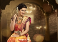 Raashi Khanna HQ Wallpaper