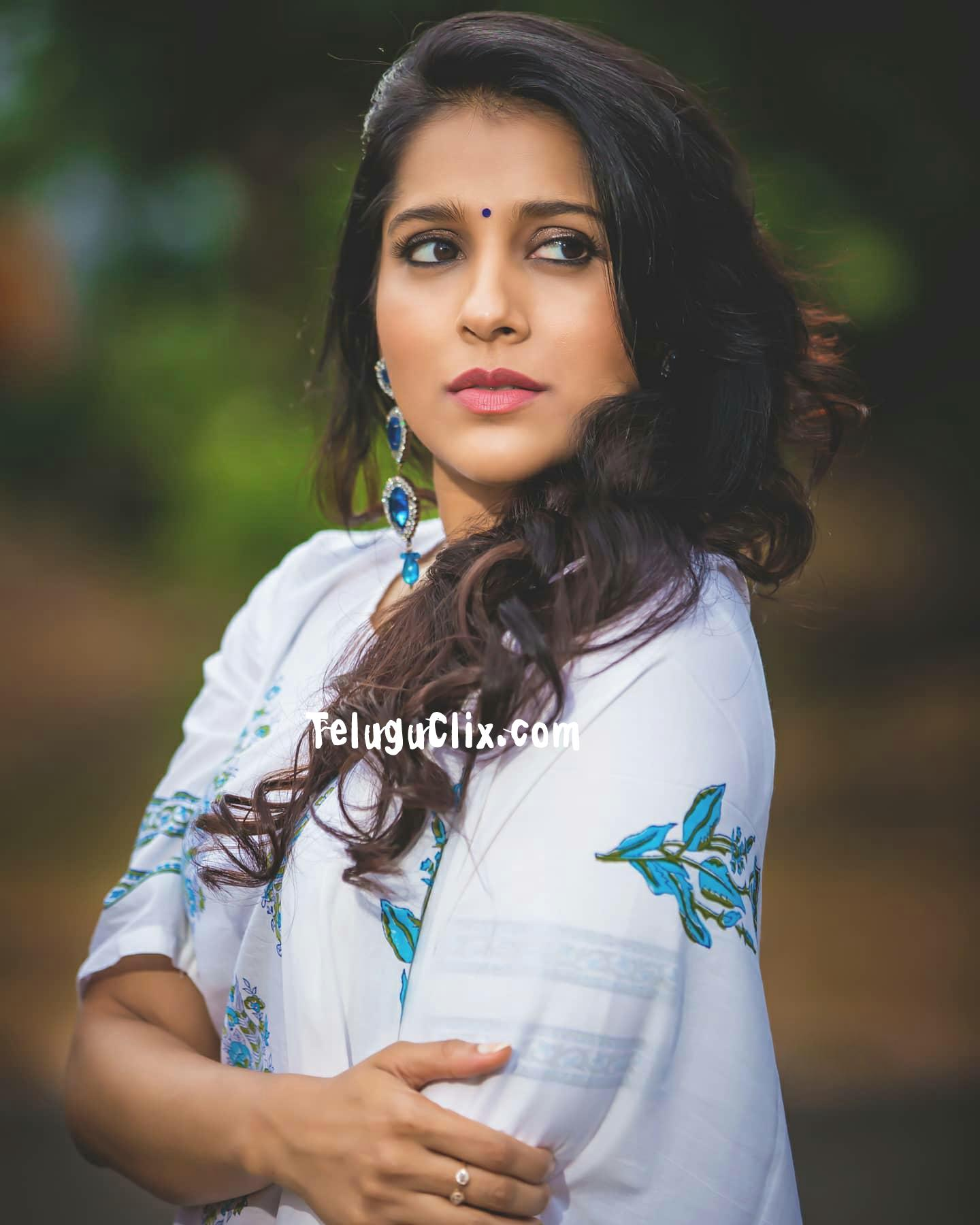 Rashmi Phots / Know about rashmi gautam's biography, life style, hd photos, age, wiki, filmography and more.