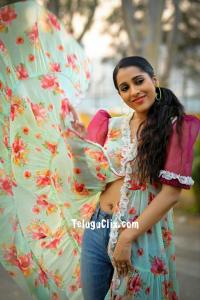 Rashmi Gautam Navel