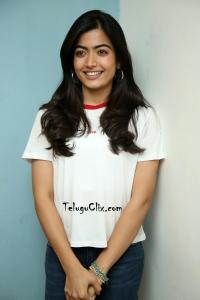 Rashmika Mandanna New HD Pics