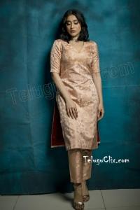 Regina Cassandra New HD Pics