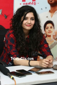 Ritika Singh HQ