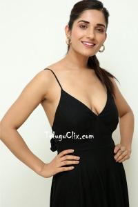 Ruhani Sharma HD Photos