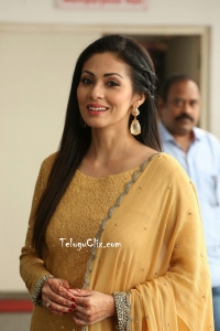 Sadha Latest HD Photos