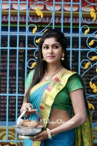 Sai Akshatha in Saree HD