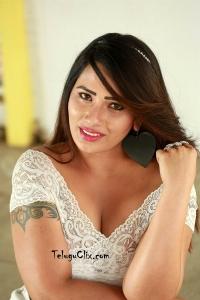Sanjana Naidu Pics