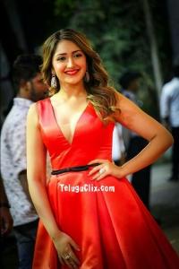 Sayyeshaa at Zee Cine Awards Tamil 2020