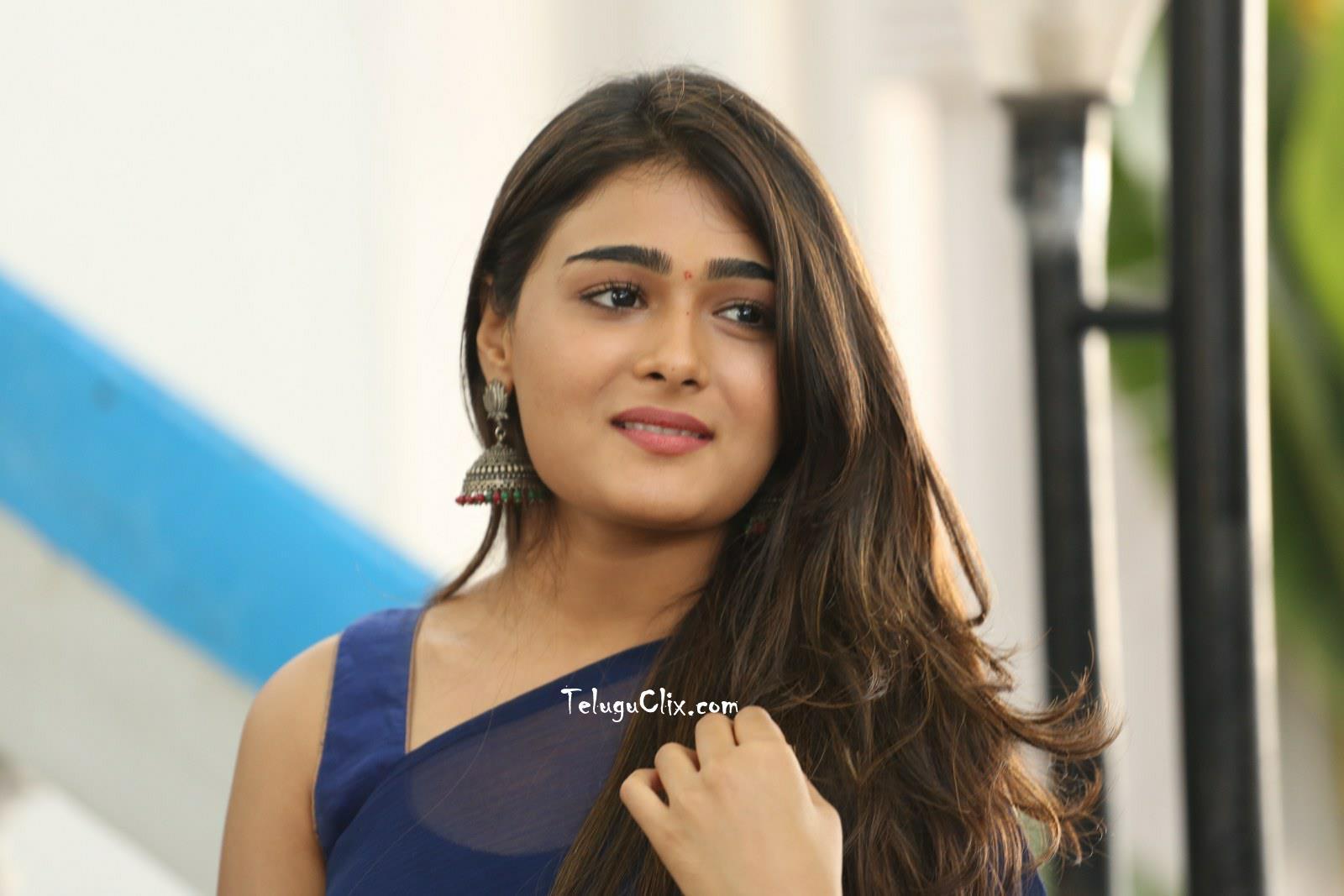 Shalini Pandey In Saree HQ Photos Latest New HD Stills Pics