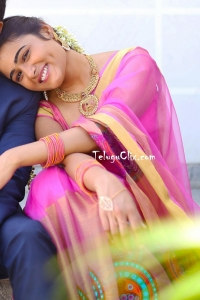 Shalini Pandey in Saree HQ 100% Kadhal