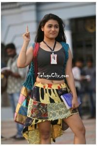 Shalini Pandey Navel 100% Kadhal