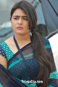 Shalini Pandey HQ in Saree