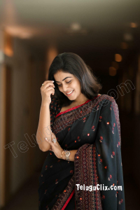 Poorna in Saree HD