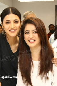 Shruti Haasan and Akshara Haasan Sisters