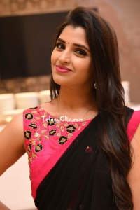 Syamala in Saree HD Photos